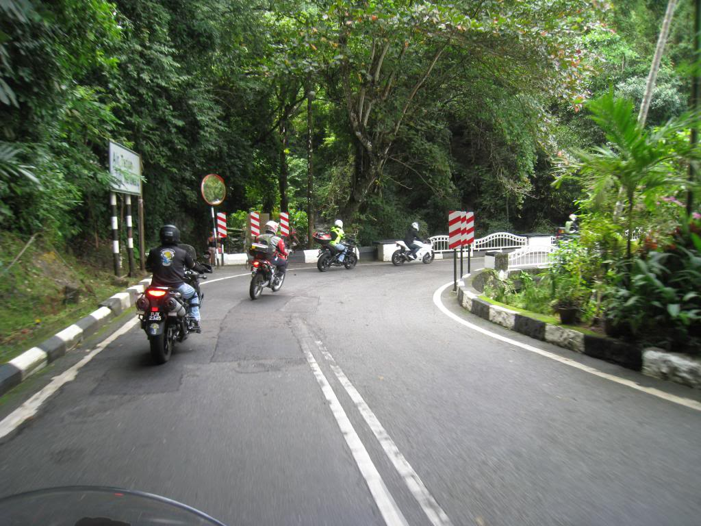 013_zps8821f03a.jpg /Big bikes up the highlands of penang...the unseen side...awesome greenery/Malaysia - Motorcycle Road Trip Reports Forum/  - Image by: