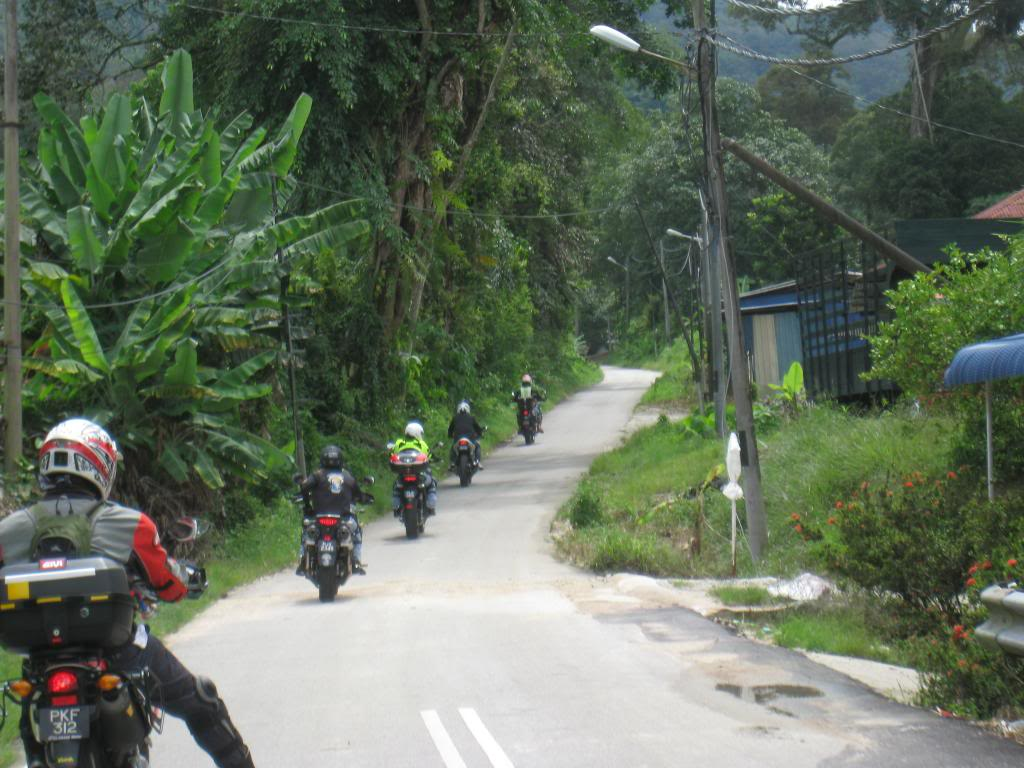 034_zpsfcaf175d.jpg /Big bikes up the highlands of penang...the unseen side...awesome greenery/Malaysia - Motorcycle Road Trip Reports Forum/  - Image by: