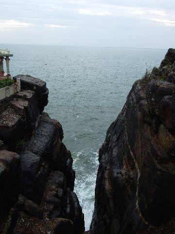 043%20Trincomalee%20Swami%20Rock%20aka%20Lovers%20Leap.