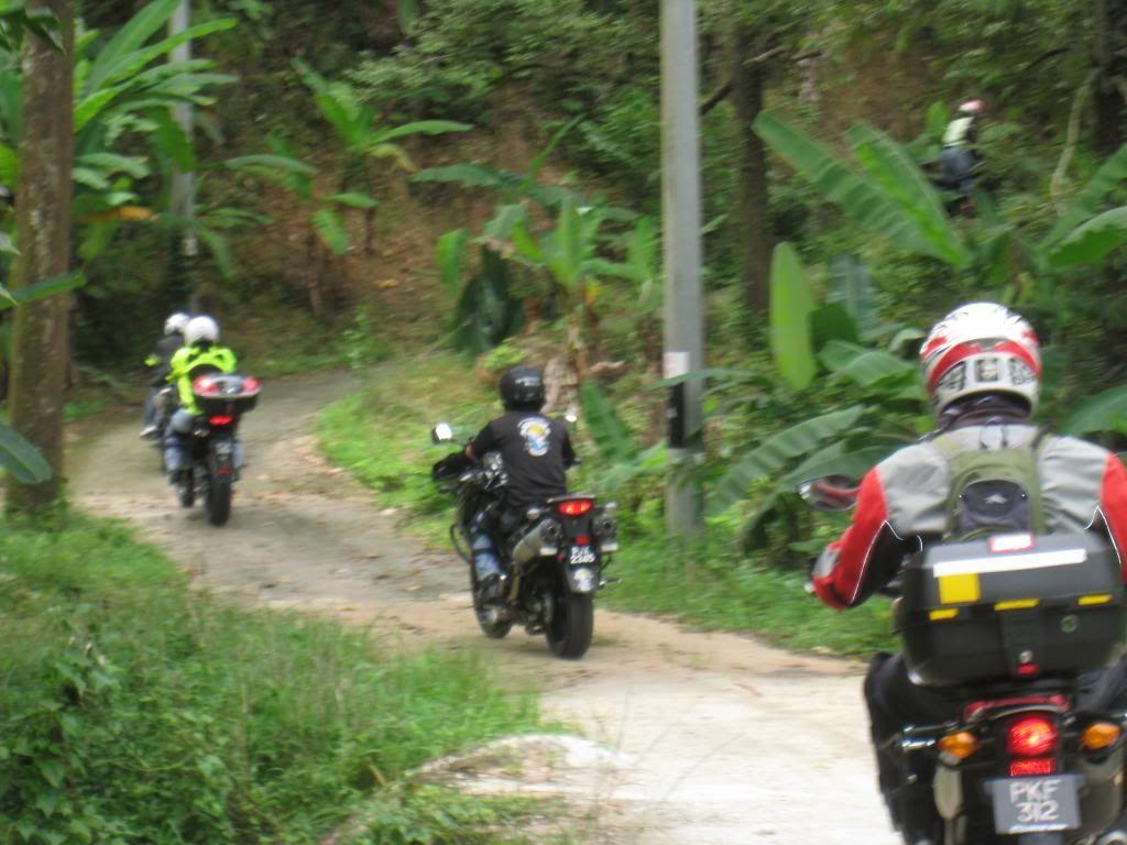 043_zpsf005e655.jpg /Big bikes up the highlands of penang...the unseen side...awesome greenery/Malaysia - Motorcycle Road Trip Reports Forum/  - Image by: