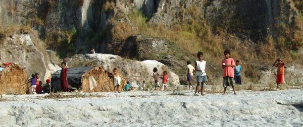 110%20Mt%20Pinatubo%20Aeta%20People.