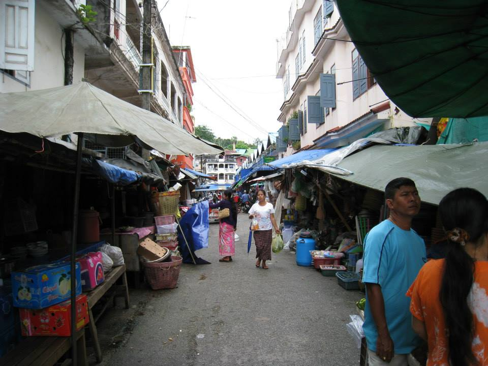 1376508_10201437461632207_2035114879_n.jpg /Ranong Advise/South Thailand Motorbike Trip Reports Forum/  - Image by: