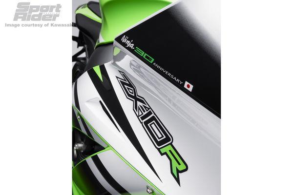 146_1405%2B2015-kawasaki-zx-10r-30th-anniversary-model-03%2B.