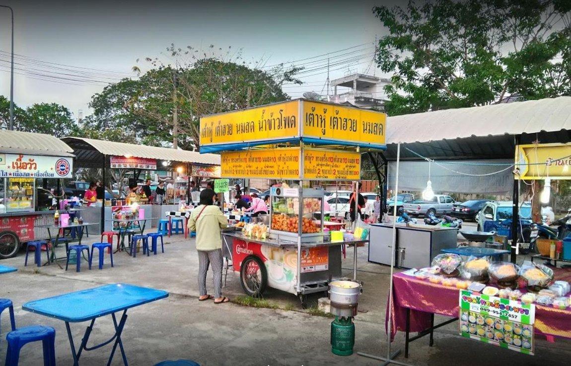 1c-vendors-food-night-market.