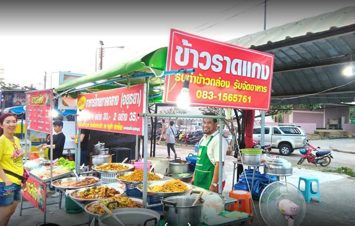 1e-vendors-food-night-market.