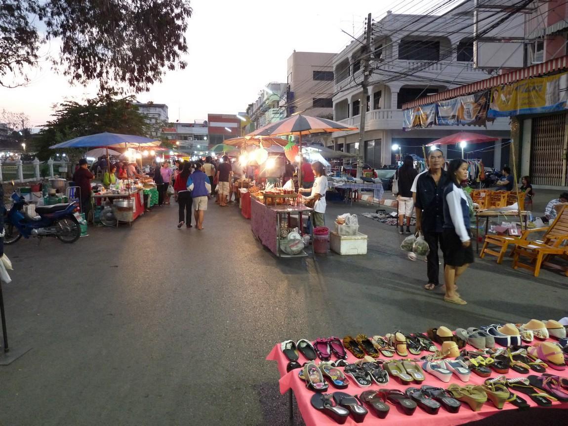2-phayao-night-market.JPG