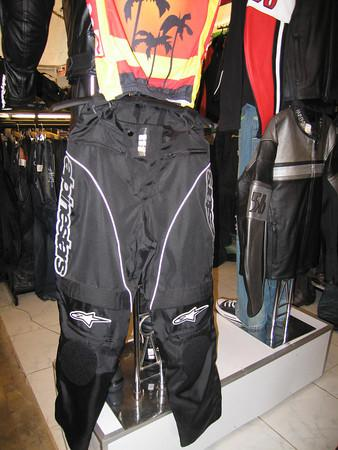 260138763_S457j-M.jpg /Dainese  Alpine star riding gear in Tachilek/Northern Thailand - General Discussion Forum/  - Image by: