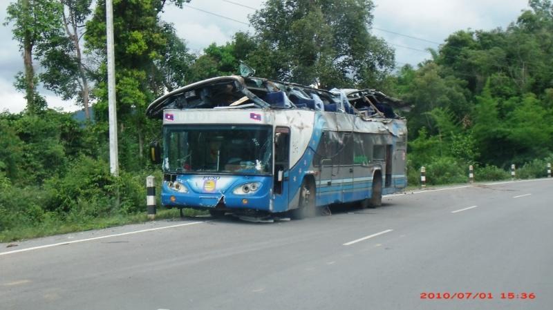 264614=848-Bus%20crash.