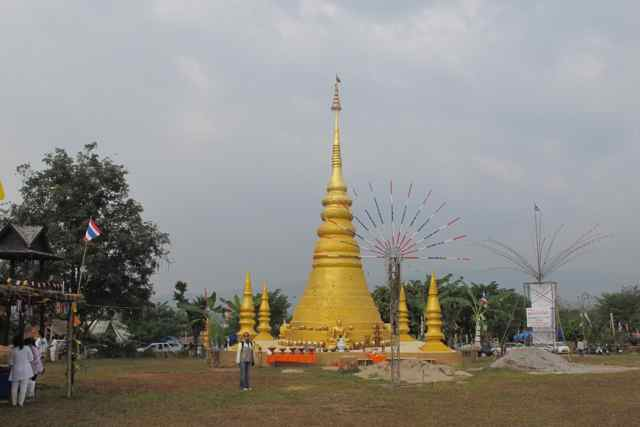 266462=1999-IMG_3423.jpg /Thailand's first bamboo chedi - a new place of interest on the Chiang Rai leg./Touring Northern Thailand - Trip Reports Forum/  - Image by: