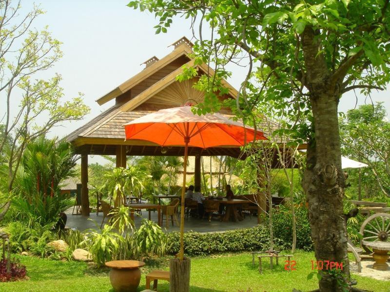 267392=2982-DSC00337.jpg /Mae Rim Resturants/Restaurants - North Thailand/  - Image by:
