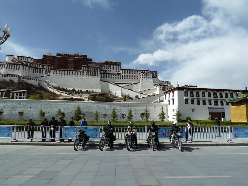 270343=4677-222-%20arrival%20at%20the%20Potala%20in%20Lhasa.