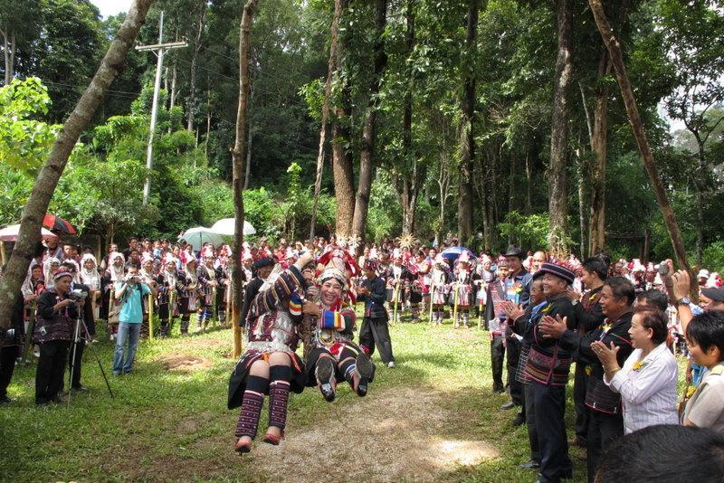 271099=5018-IMG_0758.jpg /Akha swing ceremony - 2009, 2010, 2011..../Touring Northern Thailand - Trip Reports Forum/  - Image by: