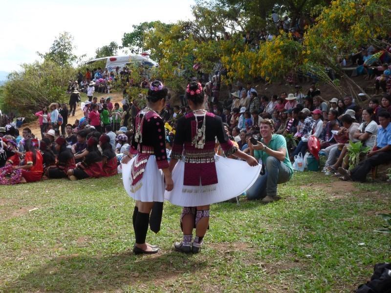 273434=6107-hmong-girls.