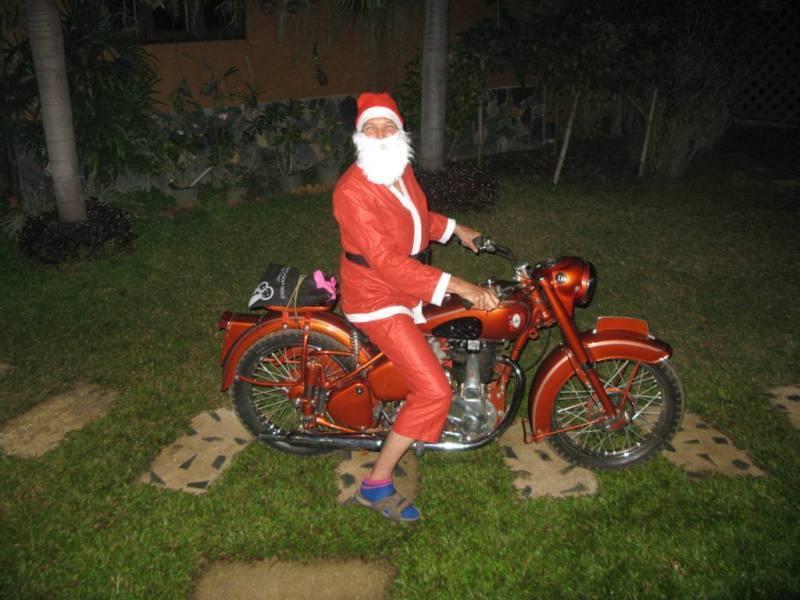 274555=7394-Santas%20visit%20to%20the%20Viang%202011%201s.
