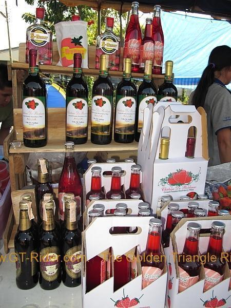 276322=8636-img_0056.jpg /Samoeng Strawberry Festival  2012./Touring Northern Thailand - Trip Reports Forum/  - Image by: