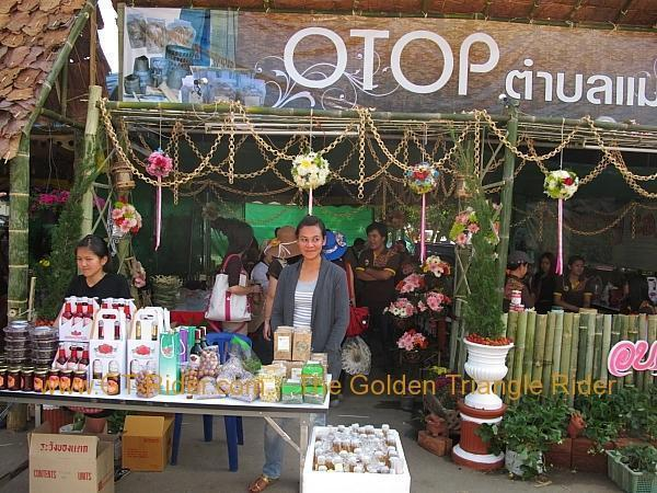 276322=8638-img_0058.jpg /Samoeng Strawberry Festival  2012./Touring Northern Thailand - Trip Reports Forum/  - Image by: