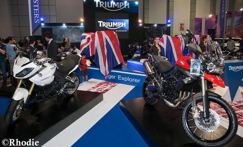 279055=10611-Triumph-Stand-LR-1-copy-L.