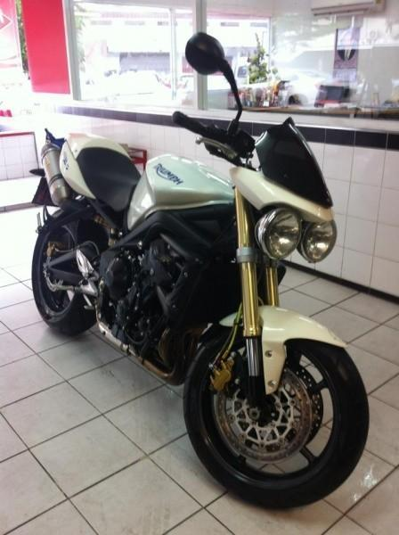 283082=12762-282048_10151047426066787_1626734780_n.jpg /Triumph Street Triple/Motorcycle Buy & Sell - S.E. Asia/  - Image by: