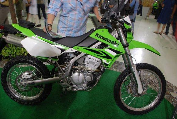 285717=13983-kawasaki-klx-150-s-01.
