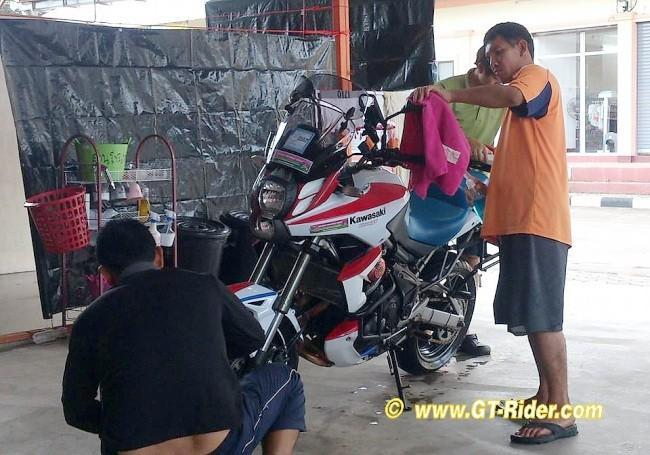 293639=17190-GTR-MaeRim-BikeWash2B.