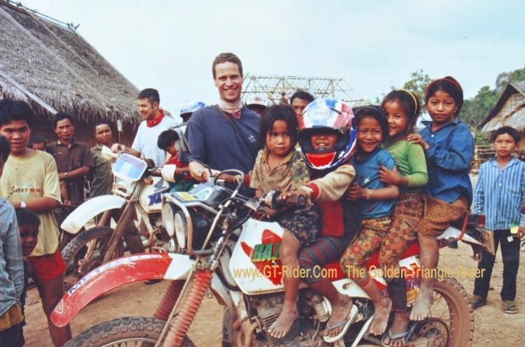 295944=18166-GTr-Laos-Khamu.