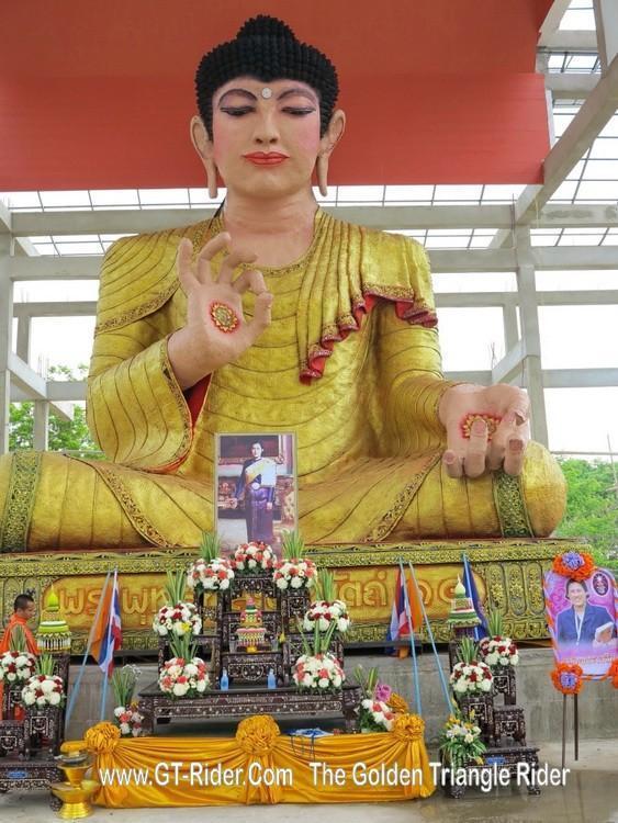 298304=18888-GTR-Wat-Mongkol-02.