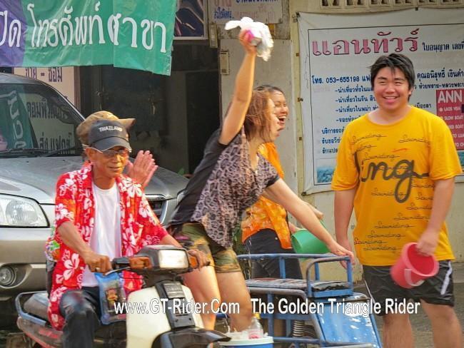 298624=18944-GTR-ChiangKhong-Songkran%2006.