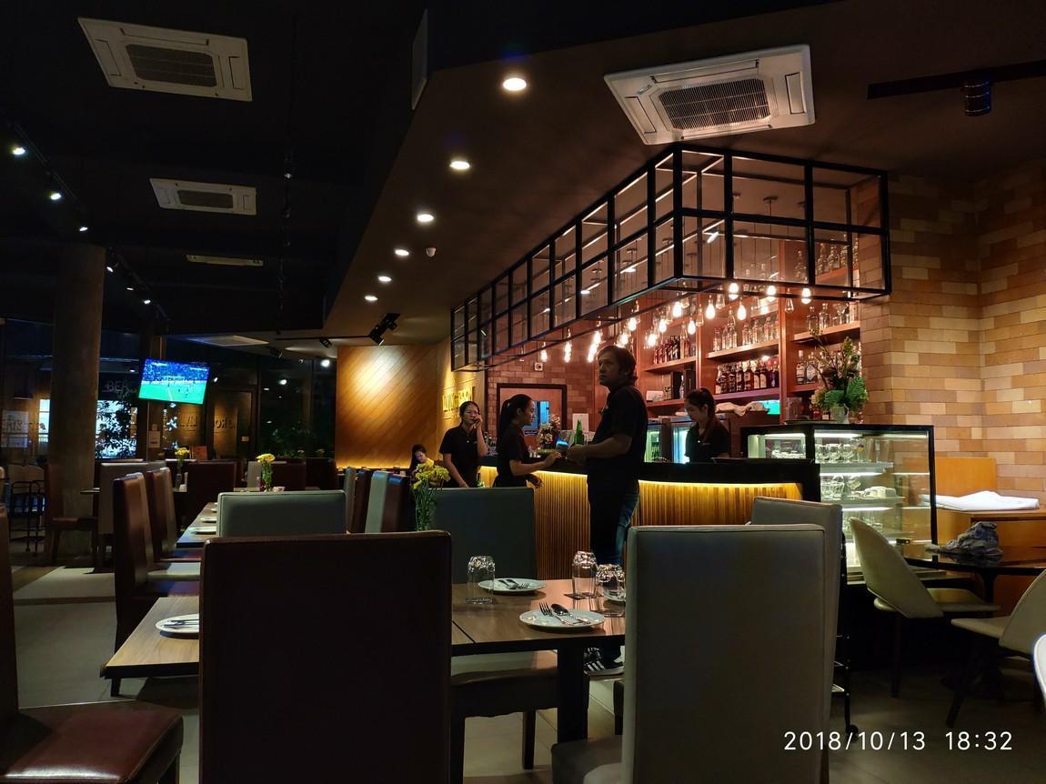 2a-living-room-restaurant-.