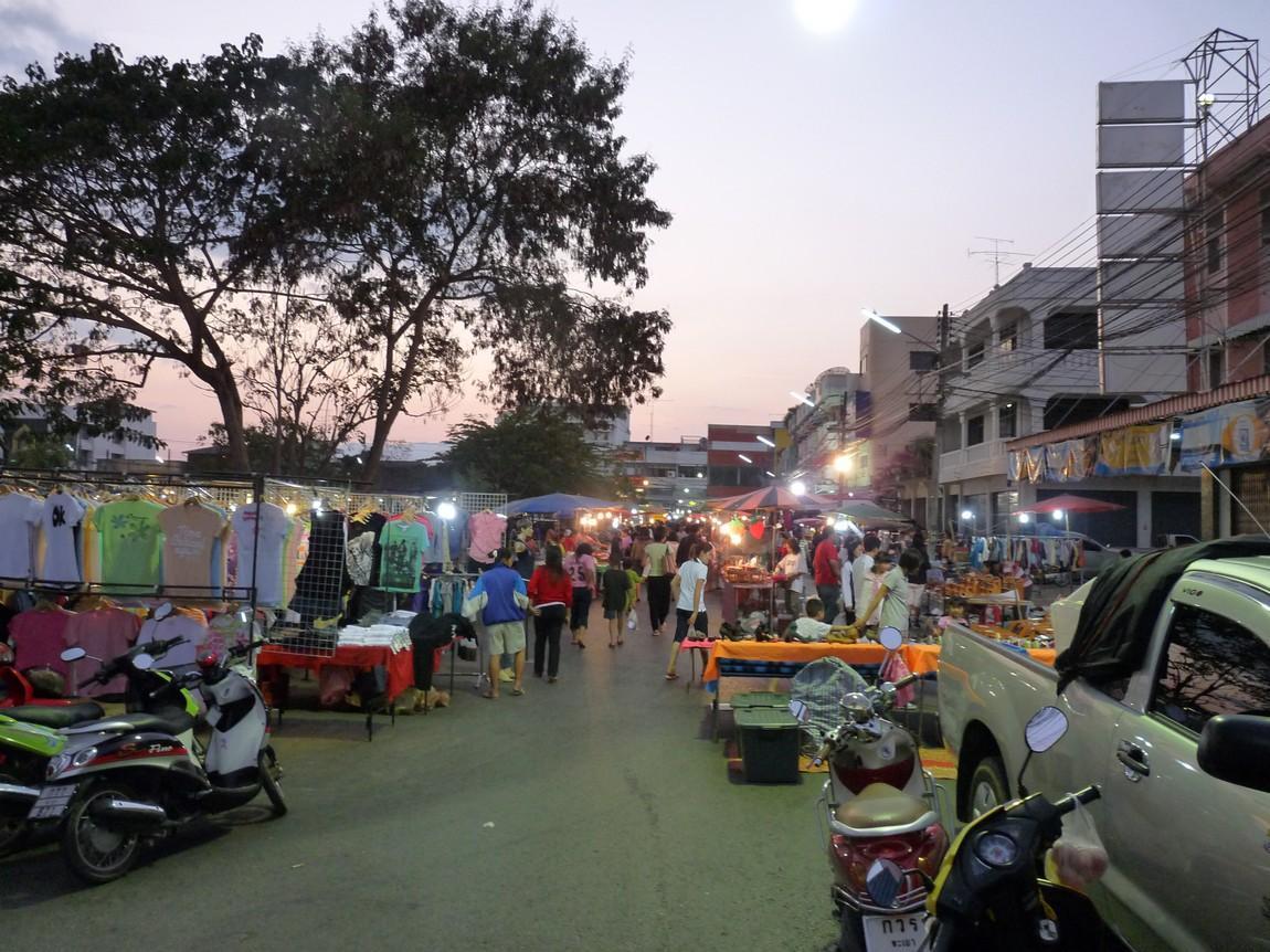 2a-phayao-night-market.JPG