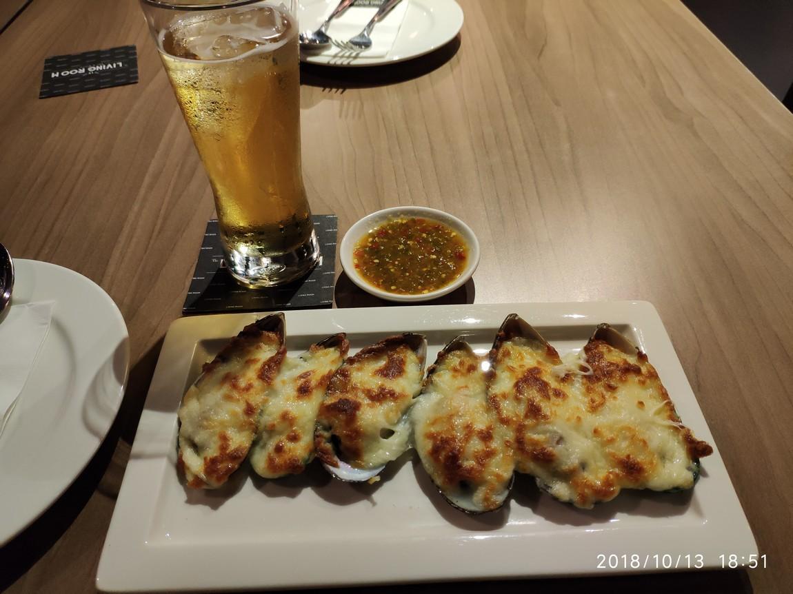2c-living-room-restaurant-mussels-.