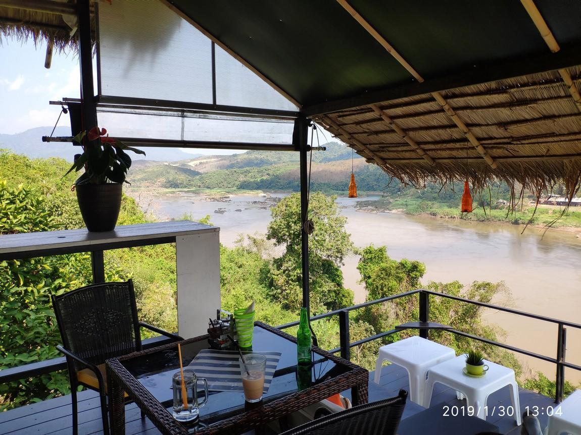 3-river-view-restaurant-chiang-khong (1).
