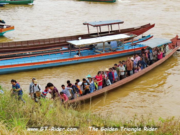 306112=22848-GTR-Laos-BanChambongMarket-02.