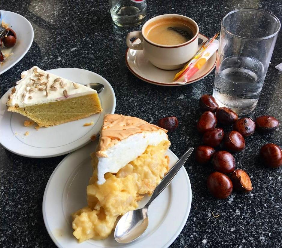 4-charin-garden-resort-cakes-2.