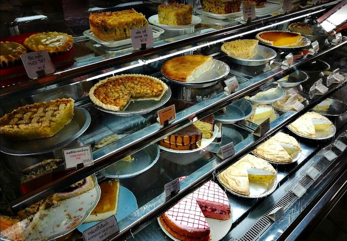 4-charin-garden-resort-cakes-3.