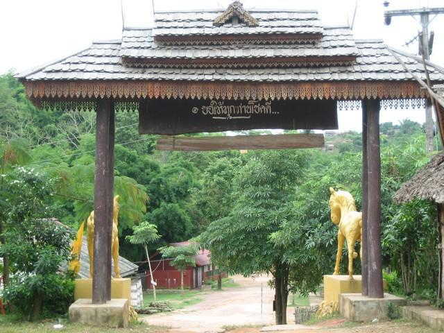 460_G.jpg /The Legend of the Golden Horse Temple/Touring Northern Thailand - Trip Reports Forum/  - Image by: