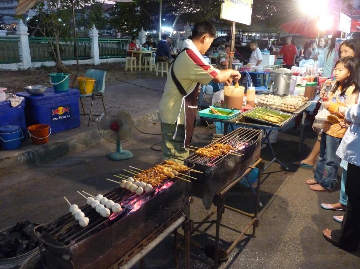 5-bbq-food-phayao-night-market.JPG