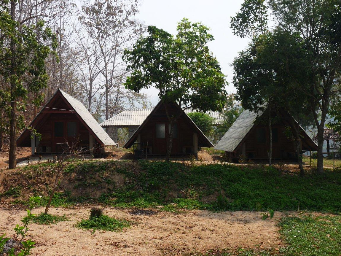 5-huts-mae-om-long-hot-springs.JPG