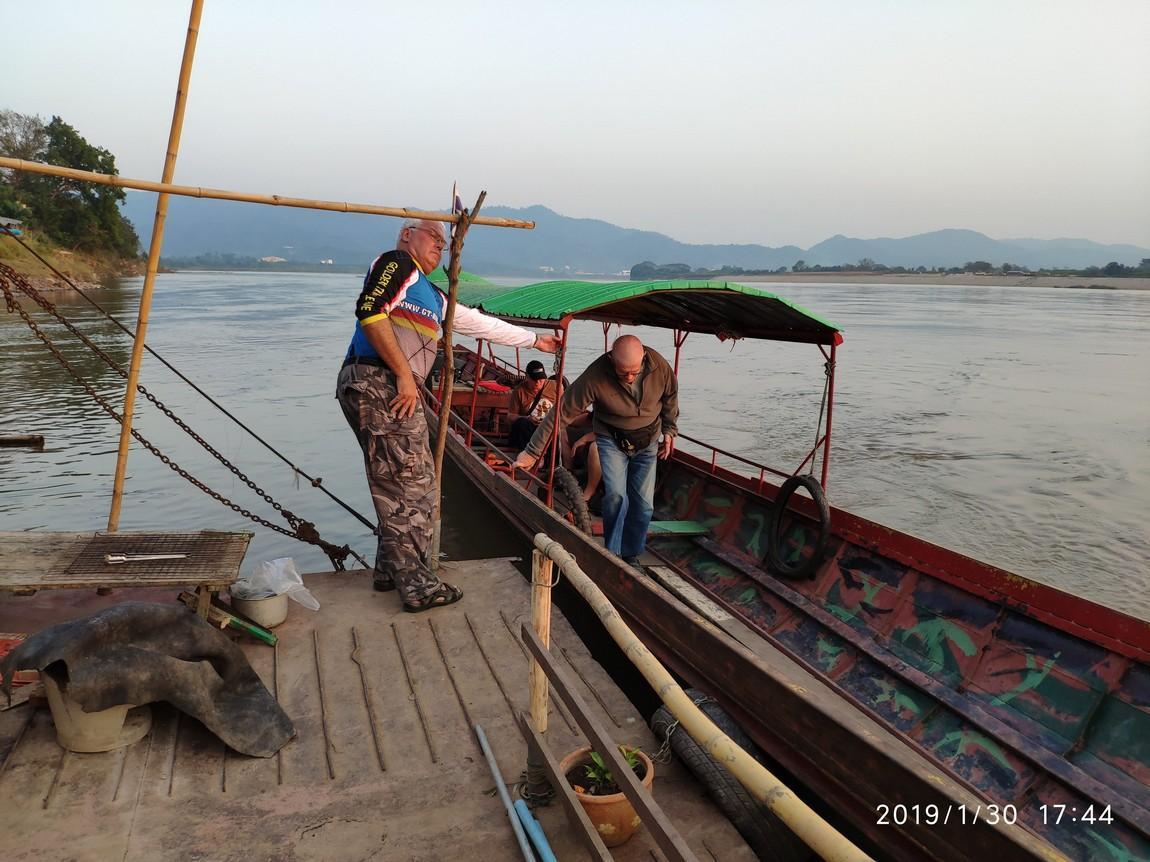 5-mekong-boat-trip (8).