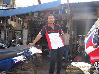 555484504_nMad4-S.jpg /Laos Motorcycle Service Savannakhet/Laos - General Discussion Forum/  - Image by: