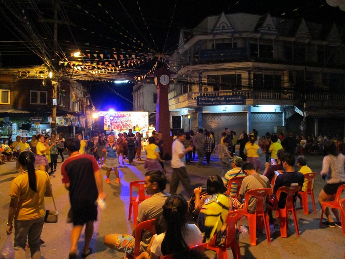 7-disco-lom-sak-night-market.JPG