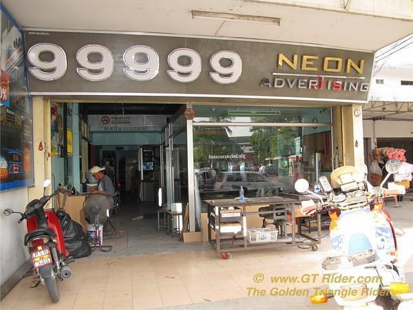 775938321_UVonM-M.jpg /Chiang Mai Handy Motorcycle Related Shops/Northern Thailand - General Discussion Forum/  - Image by: