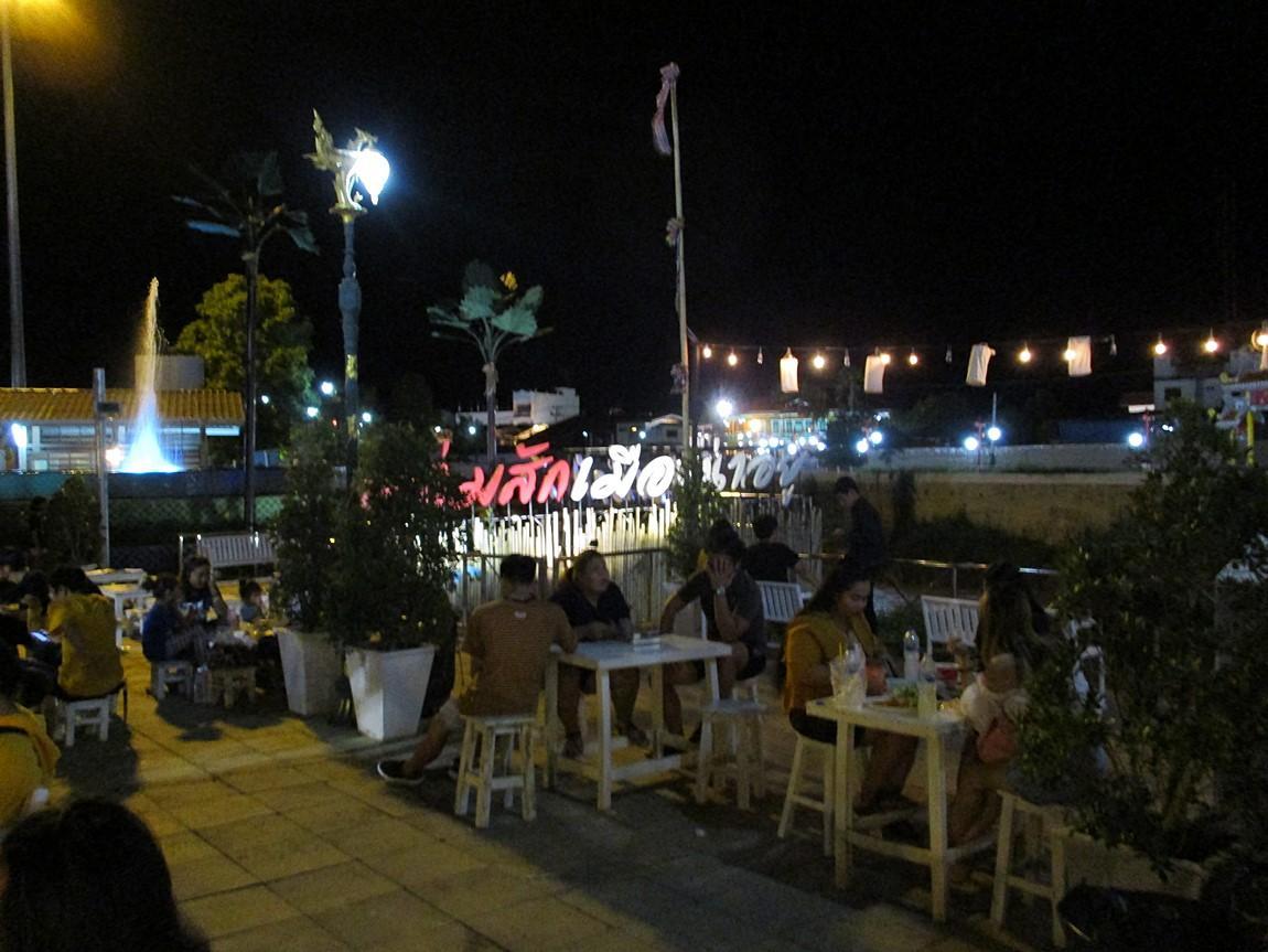 8-dining-area-near-canal-lom-sak-night-market.JPG