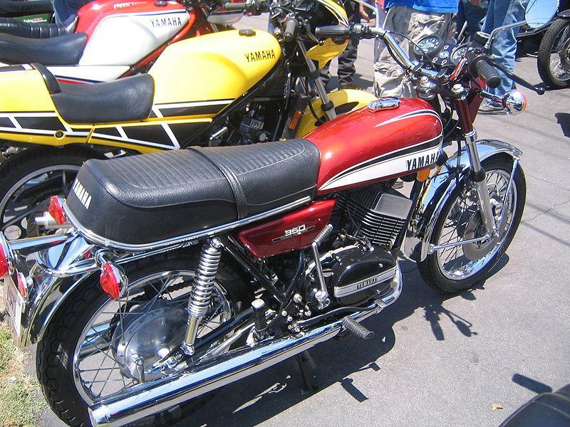 800px-Yamaha_RD350_maroon.