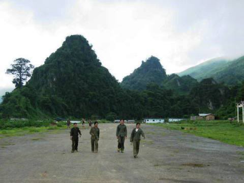 Airstrip6.jpg /Near Vang Vien - in the special zone / bad storie/Laos Road  Trip Reports/  - Image by: