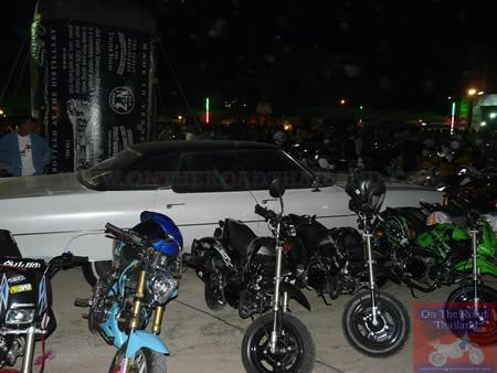 BikessurroundCar.