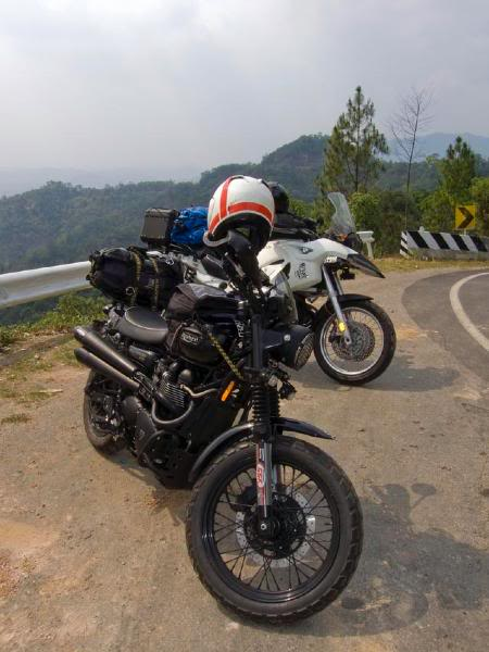BikesUmphangRd3LR.jpg /Mae Sot Loop  on to Umphang/Touring Northern Thailand - Trip Reports Forum/  - Image by: