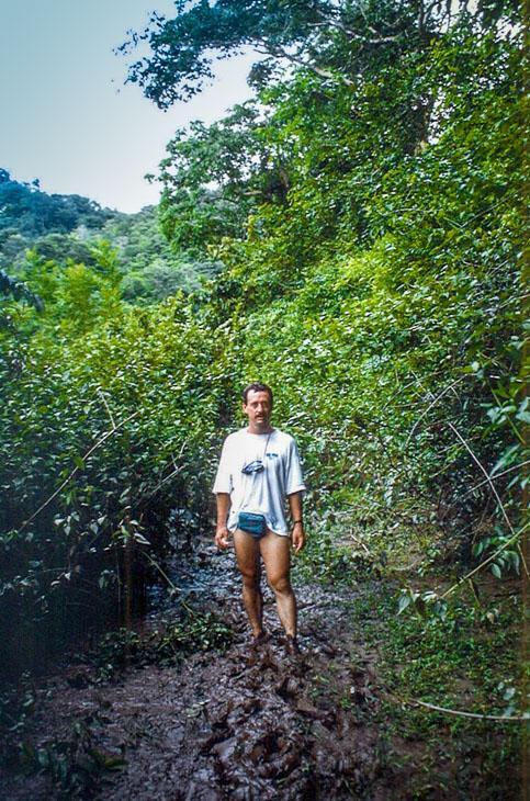 boue.jpg /Revisiting Henri Mouhot's shrine, near Luang Prabang/Laos Road  Trip Reports/  - Image by: