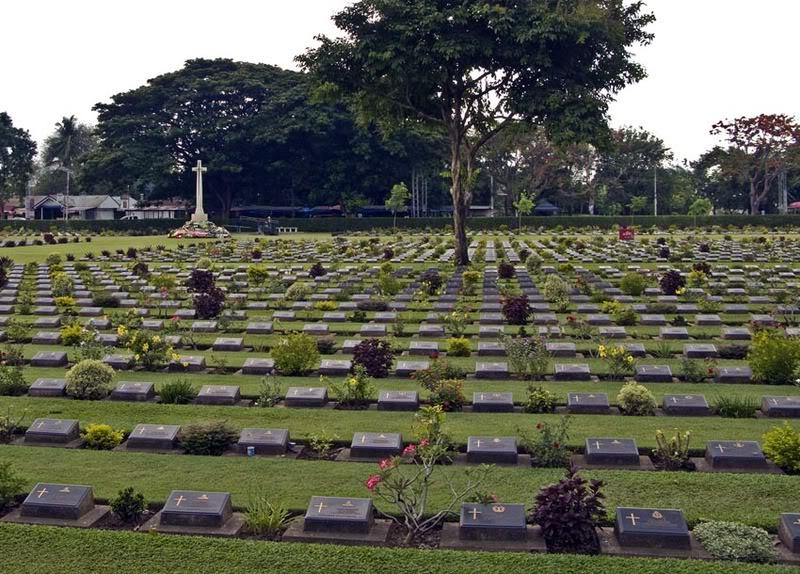 Cemetery4LR.jpg /ANZAC Day 2008/Central  Thailand Road  Trip Reports/  - Image by:
