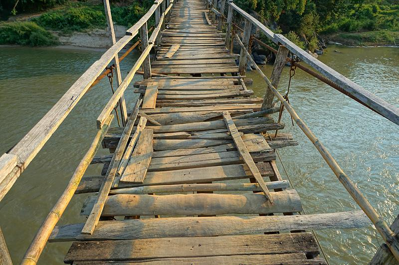 chiang-rai-aleaja-suspension-brige-2-small.
