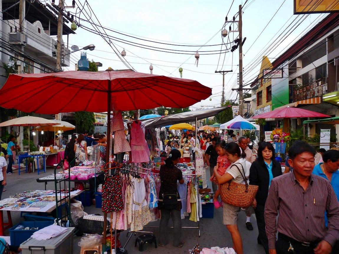 chiang-rai-walking-street-market-1.